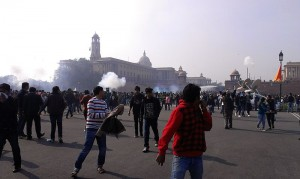 Police used tear gas and water cannons to break up protestors after word broke of the December 2012 assault. (Image courtesy Nilroy (Nilanjana Roy) via Wikimedia Commons)